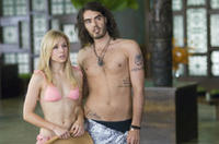 Actress Sarah Marshall (Kristen Bell) and her new boyfriend, rocker Aldous Snow (Russell Brand) in